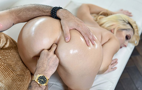 Christie Stevens - Testing Her Experience [Anal Mom] - October 31, 2020