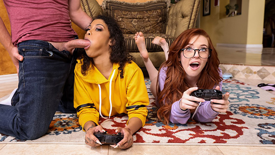 Jeni Angel, Madi Collins - Gamer Girl Threesome Action [Brazzers Exxtra / Brazzers] - July 11, 2021