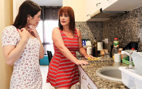 Valentina Bianco, Montse Swinger - Confined [Stay Home Milf] - August 6, 2020