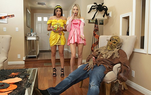 Kylie Rocket, Lily Larimar - Step Brothers Trick And Treat [Step Siblings Caught / Nubiles Porn] - October 29, 2020