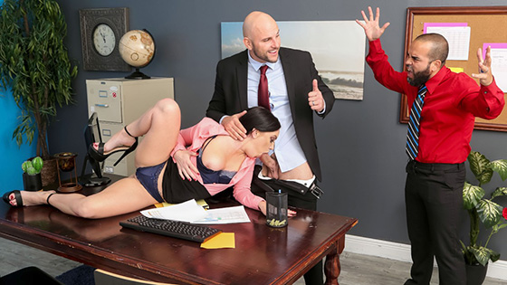 Leila Larocco - Getting Her Husband A Raise [Real Wife Stories / Brazzers] - April 8, 2021