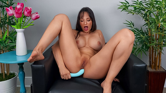 Lexi Luna - Lexi Wants You To Cum Over [Day With A Pornstar / Brazzers] - December 13, 2020