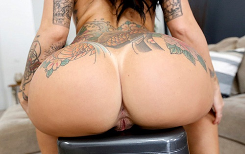 Lilith Morningstar - Curvy Lilith's First Time [Ass Parade / Bang Bros] - October 18, 2020