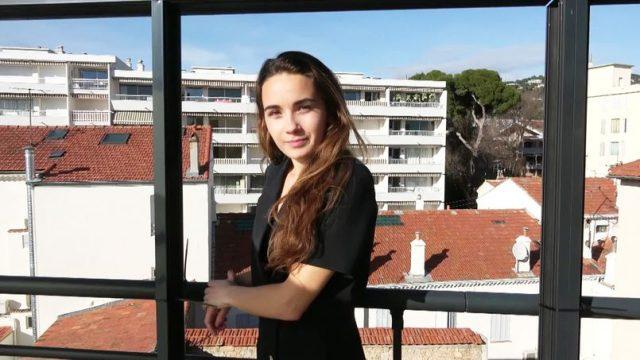 Natalia - Natalia, 19, enters the lion cage [Jacquie et Michel TV] - February 28, 2021
