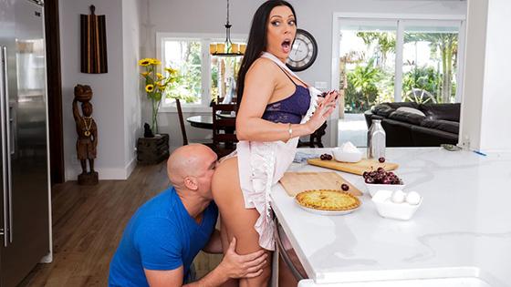 Rachel Starr - Kitchen Sex With Rachel [Brazzers Exxtra / Brazzers] - July 19, 2021