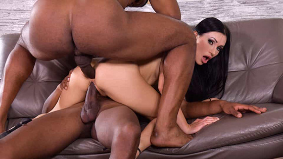 Sasha Rose - Blue-Eyed Babe Sasha Rose Gets Both Her Drains Scoured Out by Well-Endowed Black Plumbers [Hands On Hardcore / DDF Network] - April 4, 2021