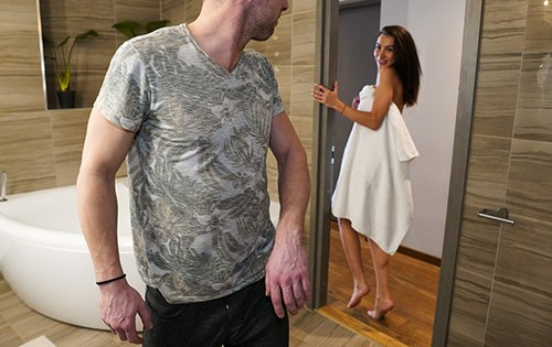 Katrin Tequila - Horny Brunette Teases Boyfriend [I Know That Girl / Mofos] - August 25, 2020